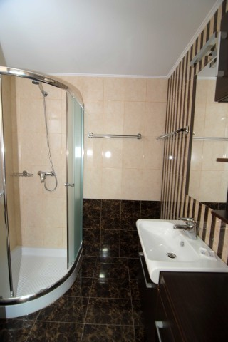 accommodation zeus hotel big shower